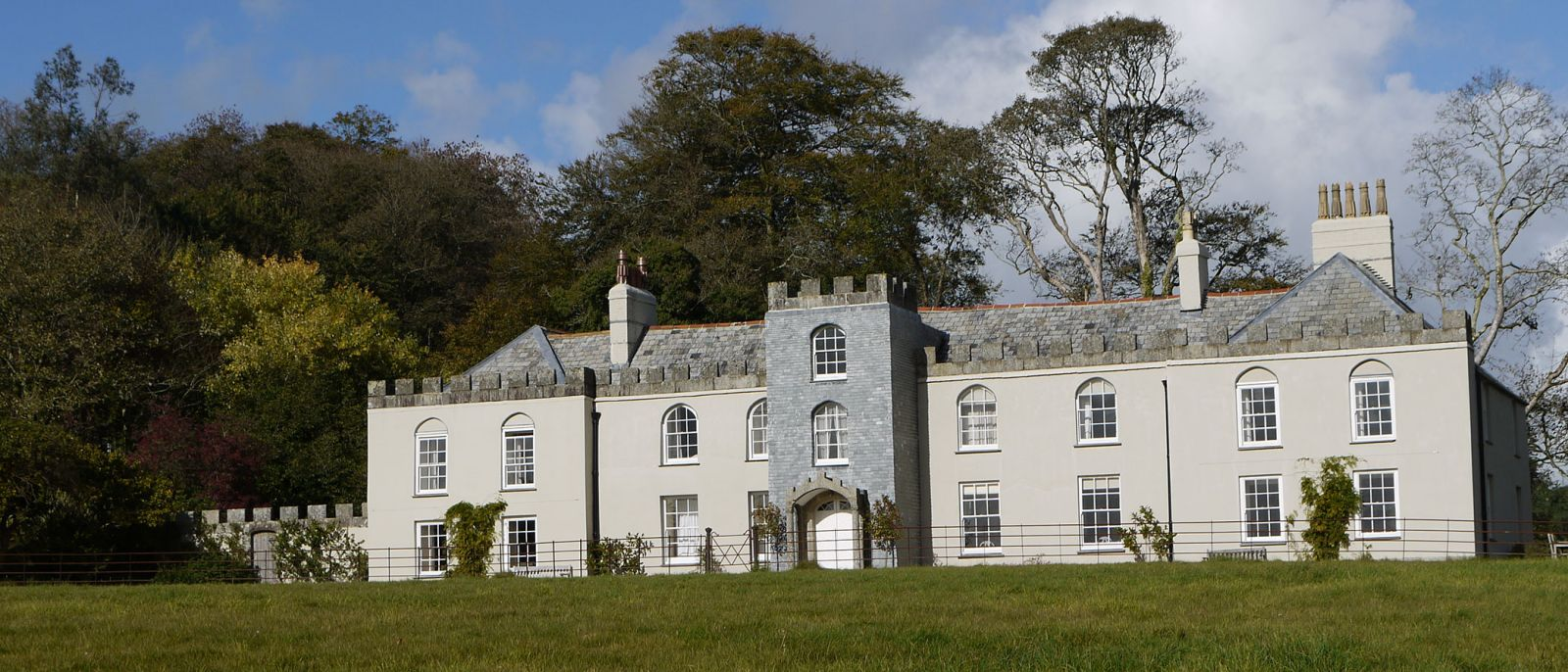 Eight bedroom main manor and a separate four bedroom gatehouse - Restormel Manor